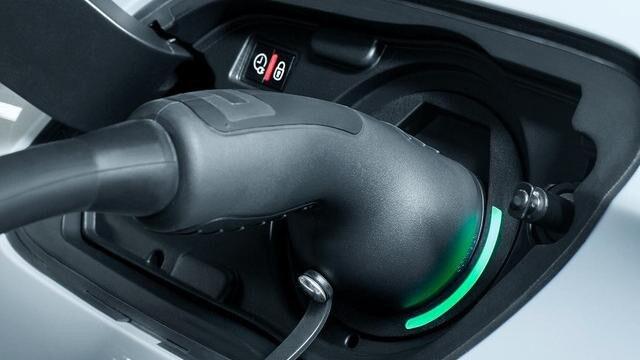 PEUGEOT-Plug-In-Hybrid-Technologie-Aufladen