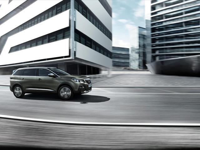 PEUGEOT-5008-Family-SUV-GT-Seitenansicht
