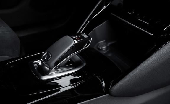 Das-neue-Elektroauto-PEUGEOT-e-2008-acht-Stufen-Automatikgetriebe