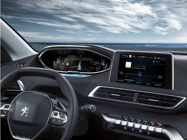 Blick auf das i-Cockpit im neuen Family-SUV PEUGEOT 5008