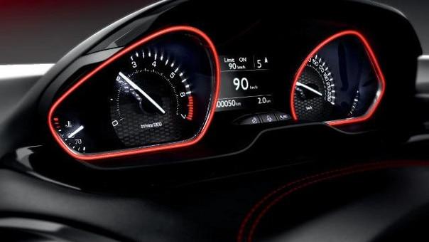 Blick auf das Kombiinstrument im sportlichen Kleinwagen PEUGEOT 208 GTi