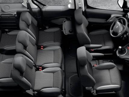 Blick von oben auf den Innenraum mit 7 Sitzplätzen im PEUGEOT Partner Tepee