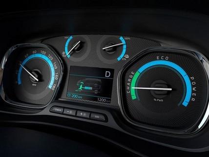 PEUGEOT e-Traveller – Innendesign Cockpit digitale Anzeige Reichweite