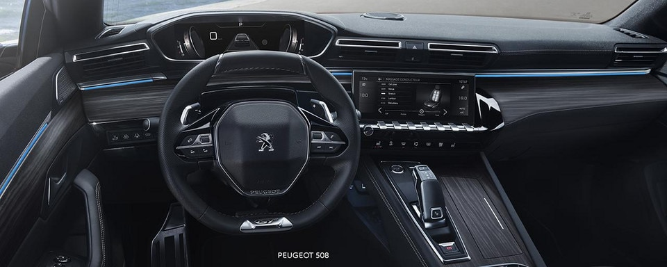 Neue Limousine PEUGEOT 508, PEUGEOT i-Cockpit mit Kombiinstrument und sportlichem Lenkrad