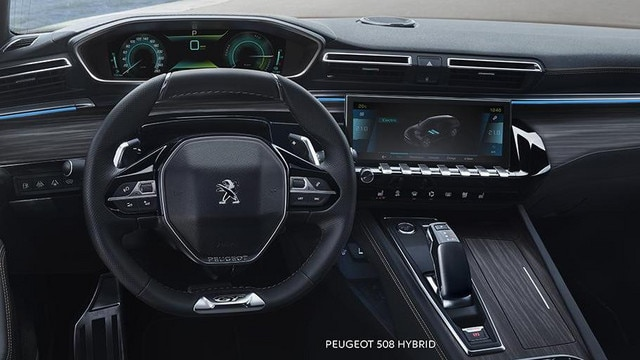 Neue Limousine PEUGEOT 508 HYBRID, PEUGEOT i-Cockpit mit Kombiinstrument und sportlichem Lenkrad