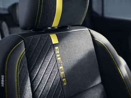 PEUGEOT-Rifter-4x4-Concept-Sitze-Schriftzug