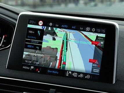 PEUGEOT-connected-Serviceleistungen-TomTom-Echtzeit-3D-Navigation