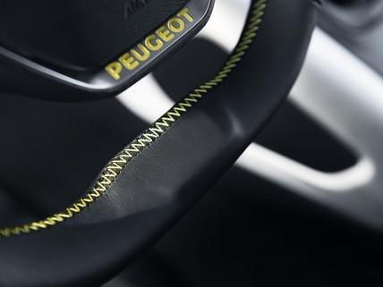 PEUGEOT-Rifter-4x4-Concept-Lenkrad-PEUGEOT-Schriftzug