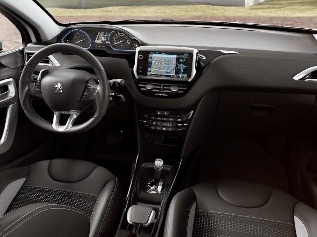 PEUGEOT-2008-multifunktionaler-Touchscreen