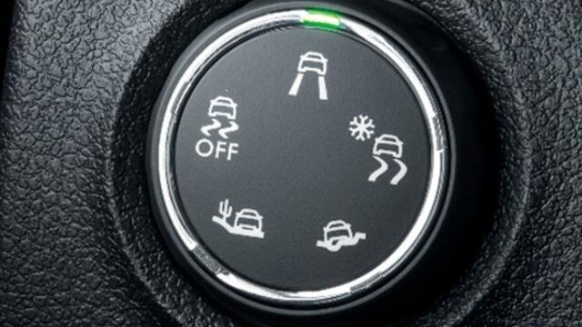 Blick auf die Steuerung der Grip Control-Funktion im PEUGEOT Traveller