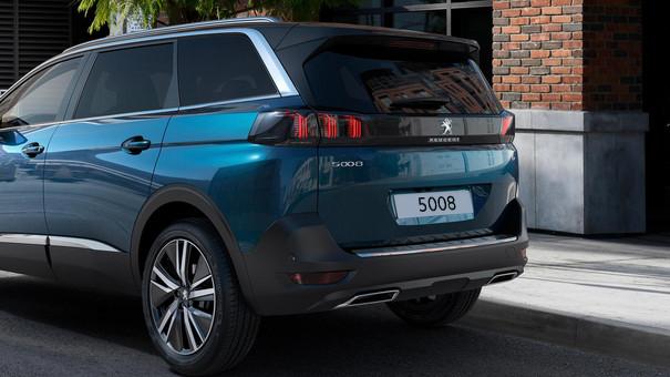 Neuer grosser SUV PEUGEOT 5008 – Geraeumiger SUV
