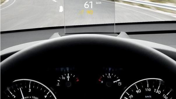 BLick auf das Head-Up-Display im Van PEUGEOT 5008