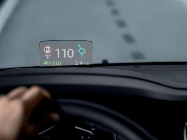 PEUGEOT-Traveller-Head-up-Display