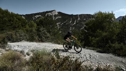 PEUGEOT-Boxer-4x4-Concept-e-Bike-Downhill