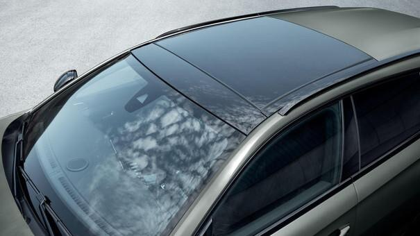 Der neue Kombi PEUGEOT 508 SW, Panorama-Ausstell-/Schiebedach mit großem Dachausschnitt