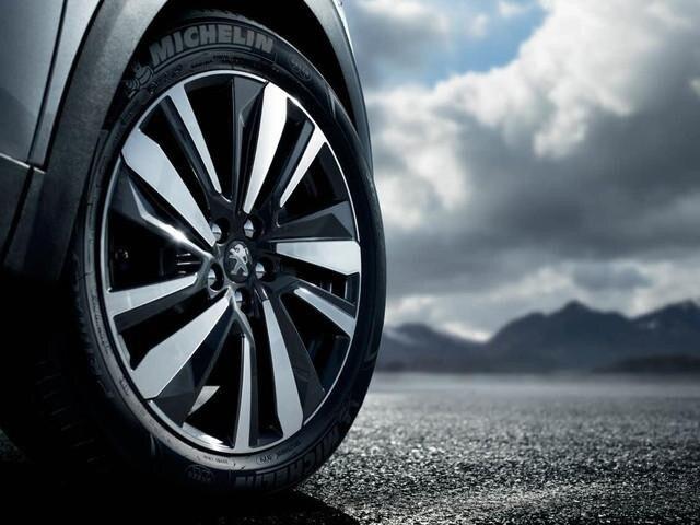 Blick auf die optional für den SUV PEUGEOT 3008 verfügbaren Michelin Reifen