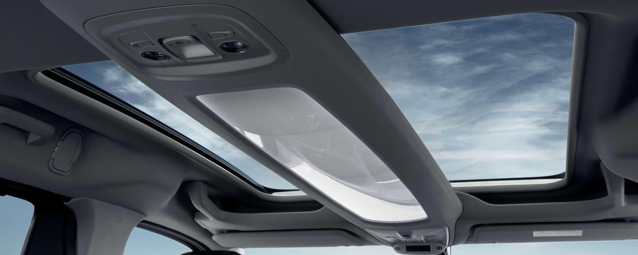 Der neue PEUGEOT RIFTER – Neues Multifunktionsdach Zenith® mit schwebendem Dachbogen