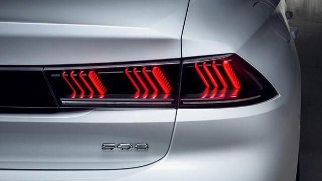 Neue PEUGEOT 508 Limousine, neue Lichtsignatur als Erkennungszeichen der Marke PEUGEOT