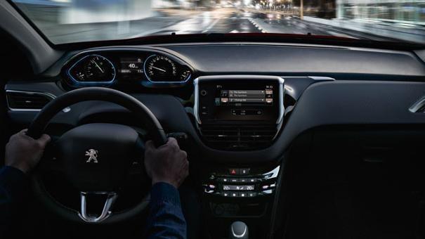 PEUGEOT-2008-City-SUV-Innendesign-i-Cockpit-entdecken