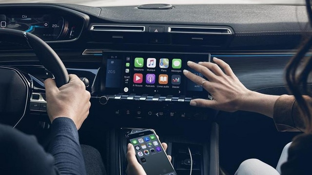 Neue PEUGEOT 508 Limousine, kapazitiver 10-Zoll-Touchscreen, Mirror Screen und 3D-Navigation