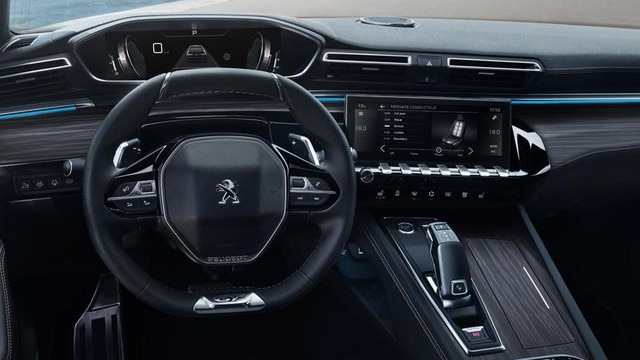 Neue PEUGEOT 508 Limousine, PEUGEOT i-Cockpit® mit Kombiinstrument und kompaktem Lenkrad