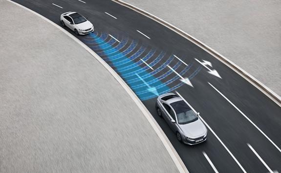 Neue-Limousine-PEUGEOT-508-Sicherheit-Fahrassistenzsystem
