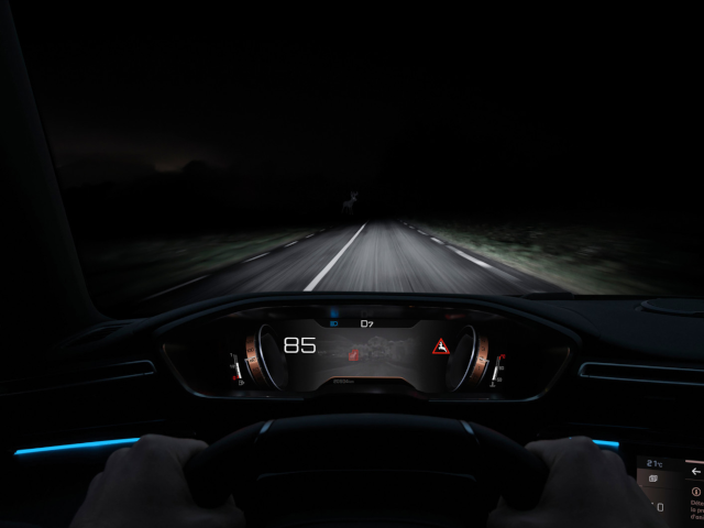 Neuer-PEUGEOT-508-SW-Night-Vision
