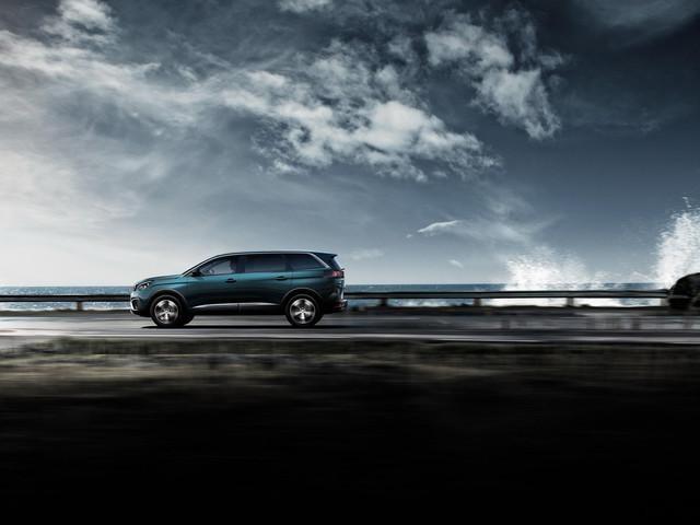 PEUGEOT-5008-Family-SUV-Seitenansicht