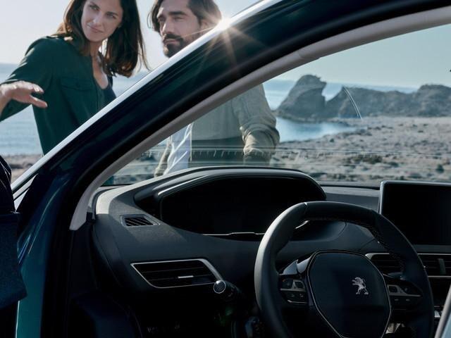 PEUGEOT-5008-Family-SUV-I-Cockpit-Amaturen
