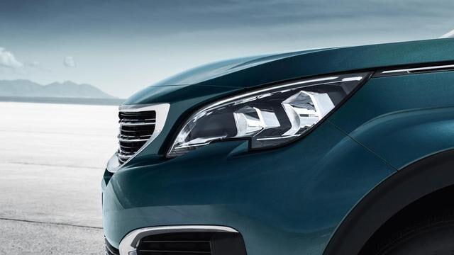 PEUGEOT-5008-Family-SUV-Frontansicht-Scheinwerfer
