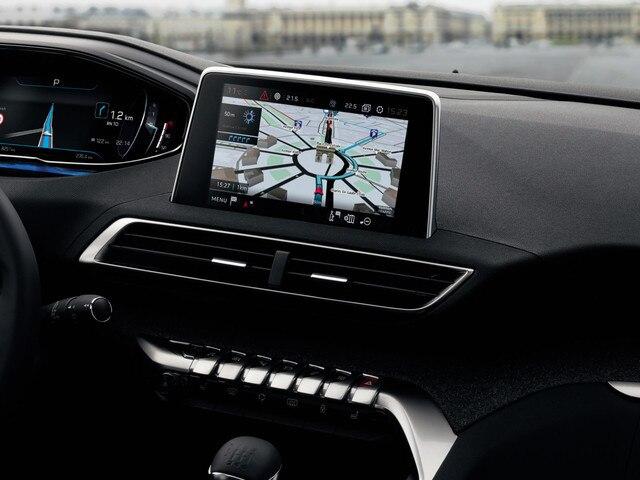 PEUGEOT-5008-Family-SUV-Konnektivitaet-3d-Navigation