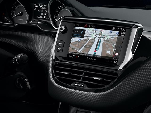 Tech-Edition-PEUGEOT-208-TomTom-Navigation