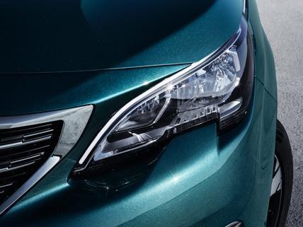 Peugeot 5008 SUV Frontansicht Scheinwerfer