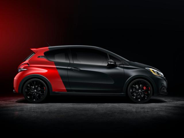 PEUGEOT 208 GTi rot schwarz Lackierung schwarzer Hintergrund