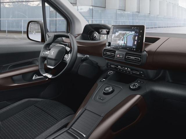 Der neue PEUGEOT Rifter mit kompaktem Lenkrad und i-Cockpit