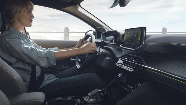 NEUER PEUGEOT208 – DAS NEUE PEUGEOT 3D i-Cockpit® mit EAT8-Getriebe