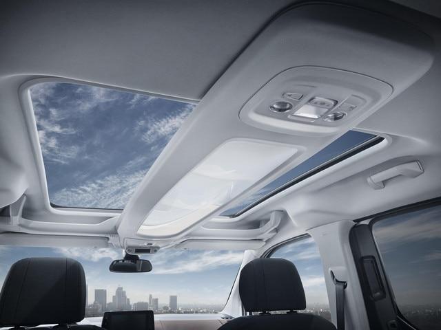Der neue PEUGEOT Rifter mit Panorama-Glasdach