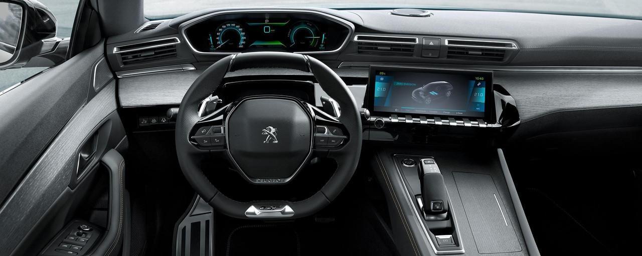 PEUGEOT-Plug-In-Hybrid-Fahrerlebnis-innovatives-i-Cockpit