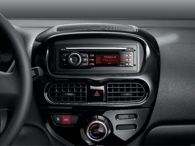 Elektroauto-PEUGEOT-iOn-Audioanlage